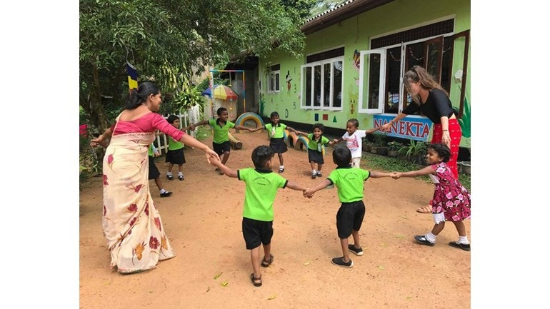English development volunteering in Sri Lanka